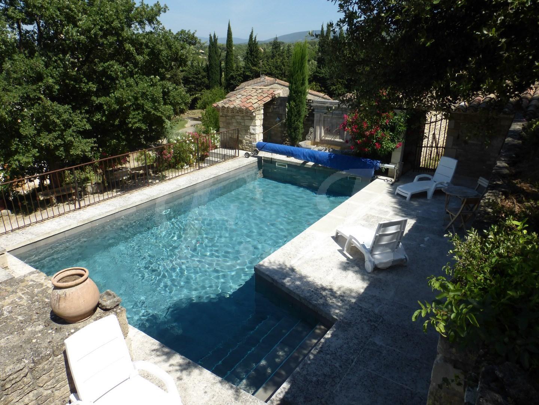 Maison de village Maubec vue panoramique avec terrasses , piscine , dépendance et garage