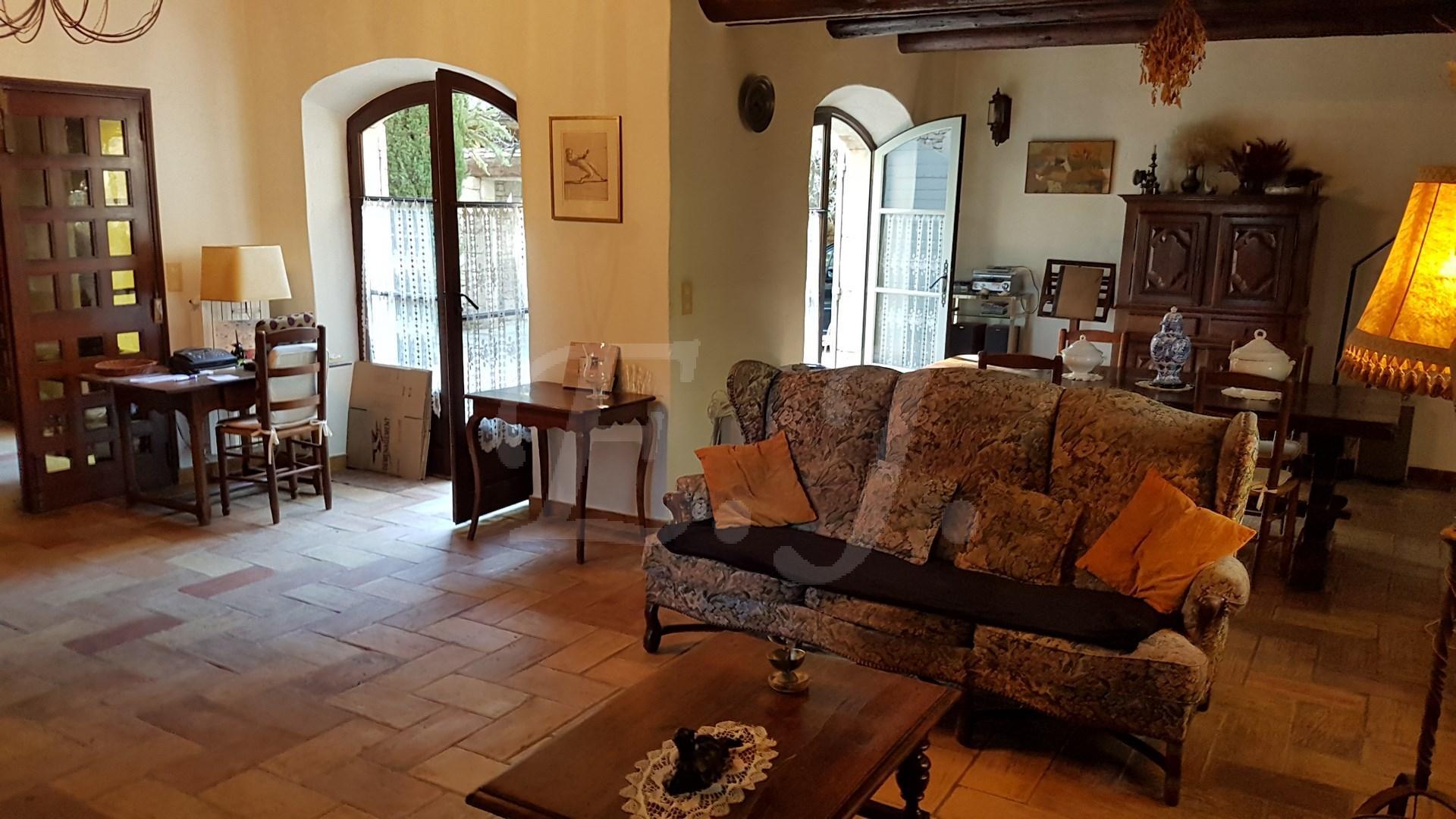 Vente Bastide T5 Robion en campagne , belle maison en pierre avec 4 chambres , une dépendance et un garage , sur 2000 m² de terrain clos