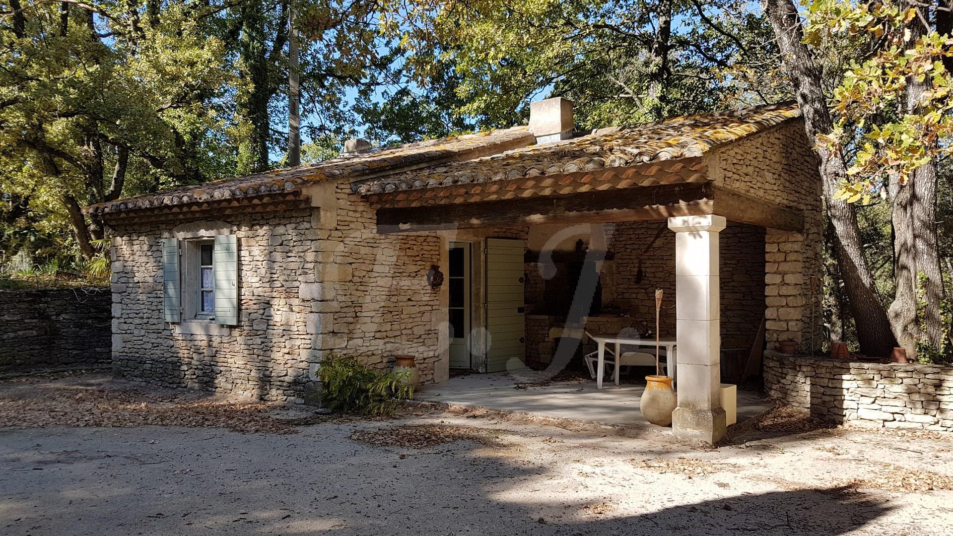 maison en pierre vendre avec grand terrain et garage robion l 39 escale immobili re. Black Bedroom Furniture Sets. Home Design Ideas