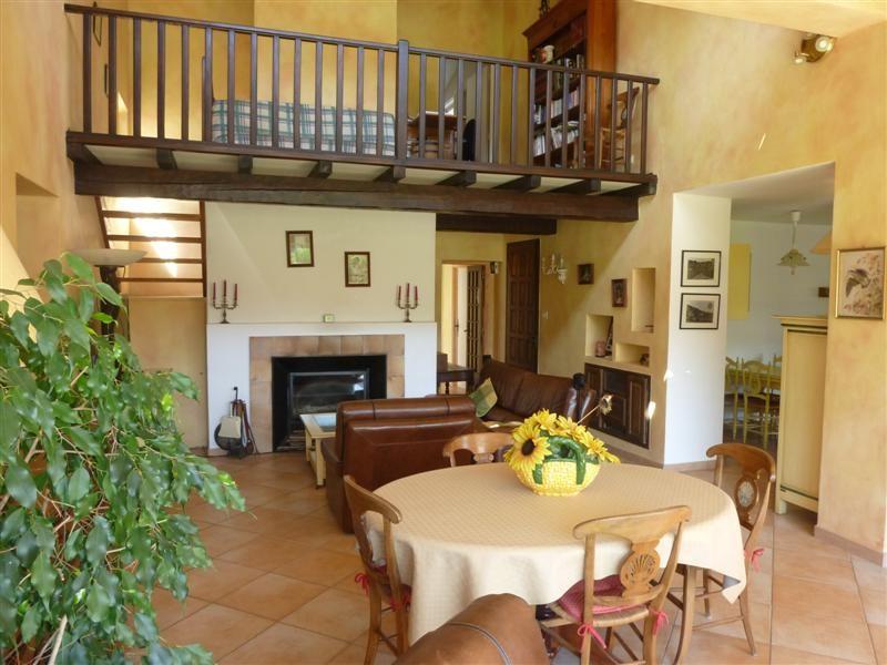 ventes maubec vaucluse 84 maison avec 4 chambres a vendre terrain avec piscine grand sejour. Black Bedroom Furniture Sets. Home Design Ideas