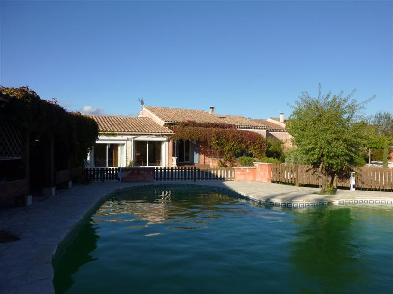 ventes cabrieres d 39 avignon vaucluse 84 ensemble de 2 villas a vendre terrain avec piscine. Black Bedroom Furniture Sets. Home Design Ideas