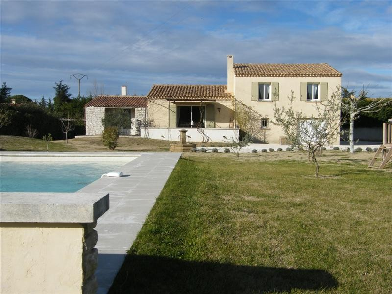 ventes maubec vaucluse 84 villa avec 3 chambres a vendre terrain avec piscine cuisine us garage. Black Bedroom Furniture Sets. Home Design Ideas