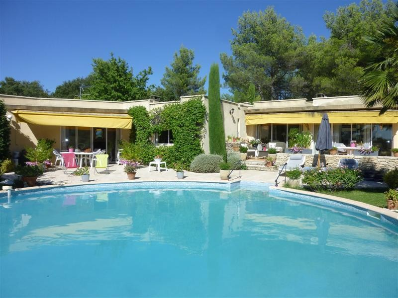 Ventes proche gordes grande villa contemporaine plain for Vendre son garage