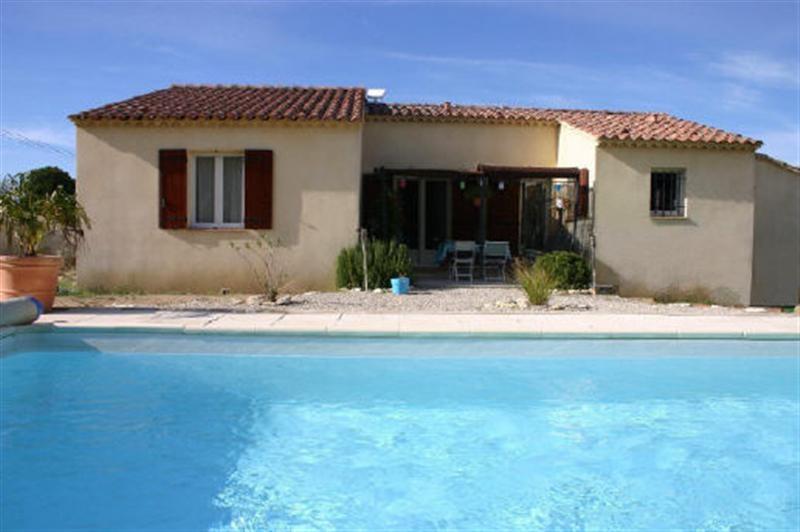 ventes a vendre sur robion vaucluse 84 villa de plain pied avec 4 chambres terrain avec piscine. Black Bedroom Furniture Sets. Home Design Ideas