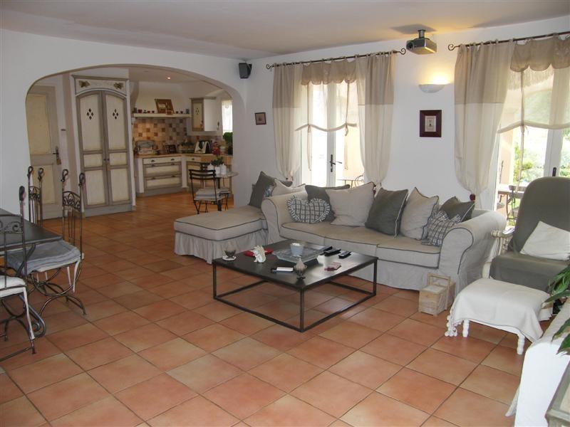 Ventes int rieur contemporain pour cette villa en parfait for Interieur contemporain photo