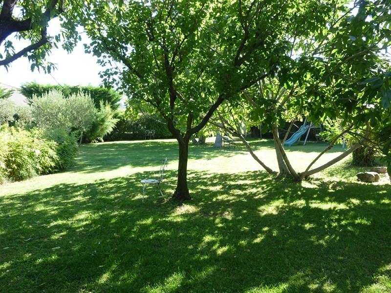 Mas LES TAILLADES mazet en pierre édifié sur grand jardin arboré ...