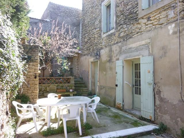 Ventes cabrieres d 39 avignon maison de village remettre for Maison avec cour interieure