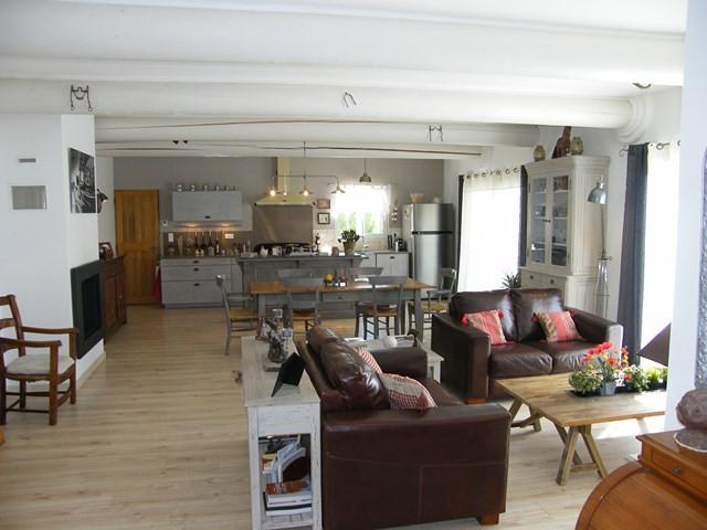 ventes t5 f5 maubec contemporaine avec une grande pi ce vivre lumineuse maison et villa. Black Bedroom Furniture Sets. Home Design Ideas