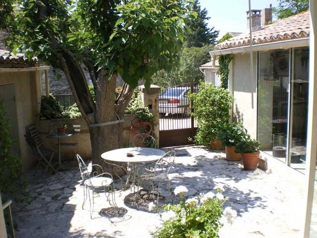 Ventes maison de hameau gordes cour ferm e jardin parking for Les echanges exterieur cours bac