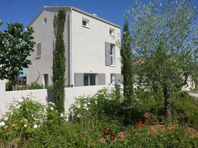 ventes villa neuve maubec 2 chambres et combles am nageables jardin clos face au luberon en. Black Bedroom Furniture Sets. Home Design Ideas