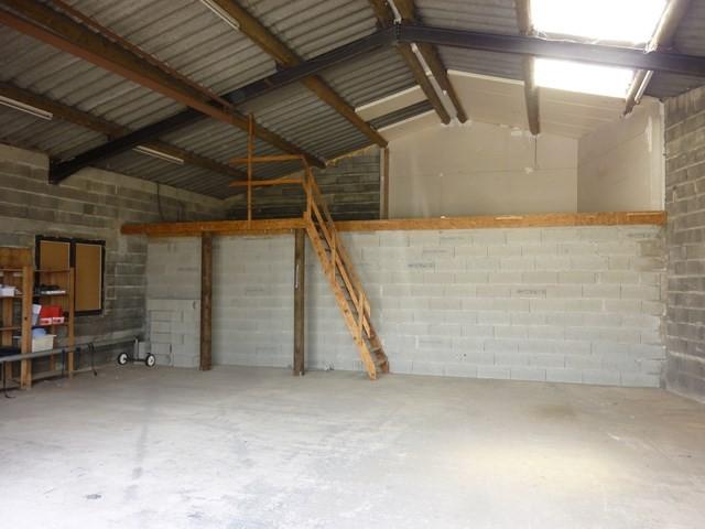Bien vendu maubec maison de plain pied avec jardin clos et atelier hangar pour artisan l - Hangar maison ...