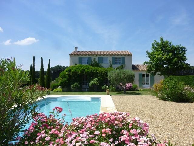 Ventes en provence belle maison type bastide sur grand jardin paysager avec piscine et vue sur - Jardin avec piscine ...