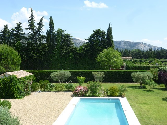Ventes en provence belle maison type bastide sur grand for Amenagement grand jardin