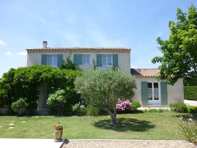 , belle maison type bastide sur grand jardin paysager avec piscine ...