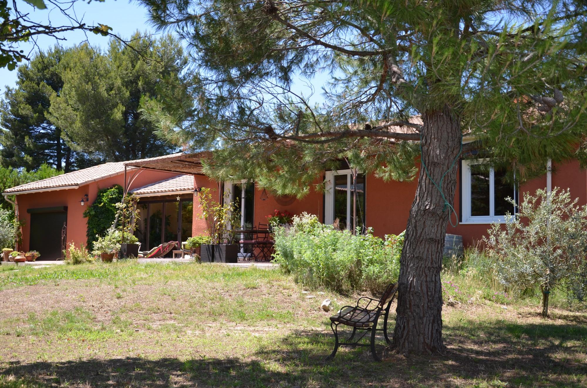 Ventes maison t5 f5 maubec sur terrain clos et arbor avec for Vente maison avec atelier