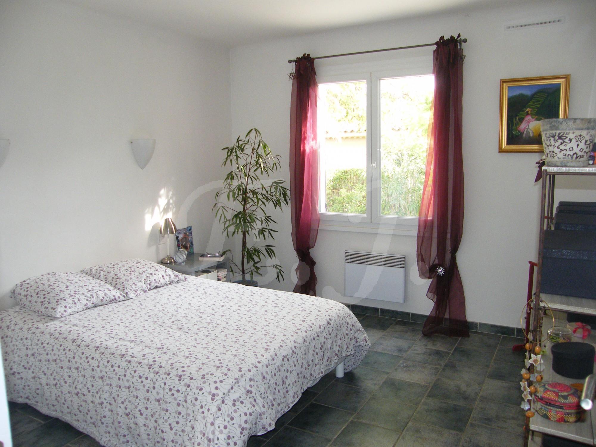 ventes maison t3 f3 le thor lumineuse avec d pendances jardin maison et villa vendre vers. Black Bedroom Furniture Sets. Home Design Ideas