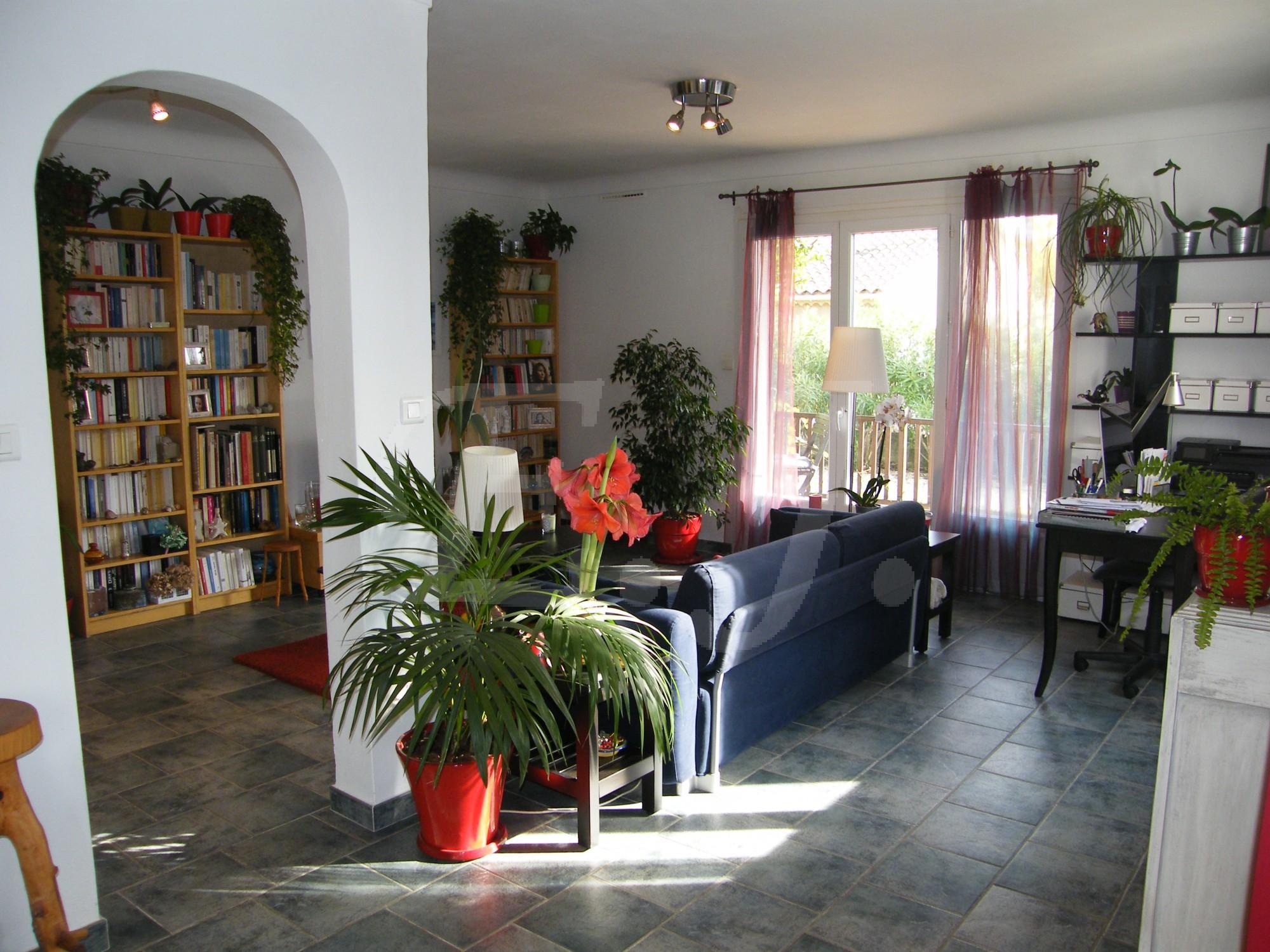 Maison t3 le thor lumineuse avec d pendances jardin bien for Garage le thor