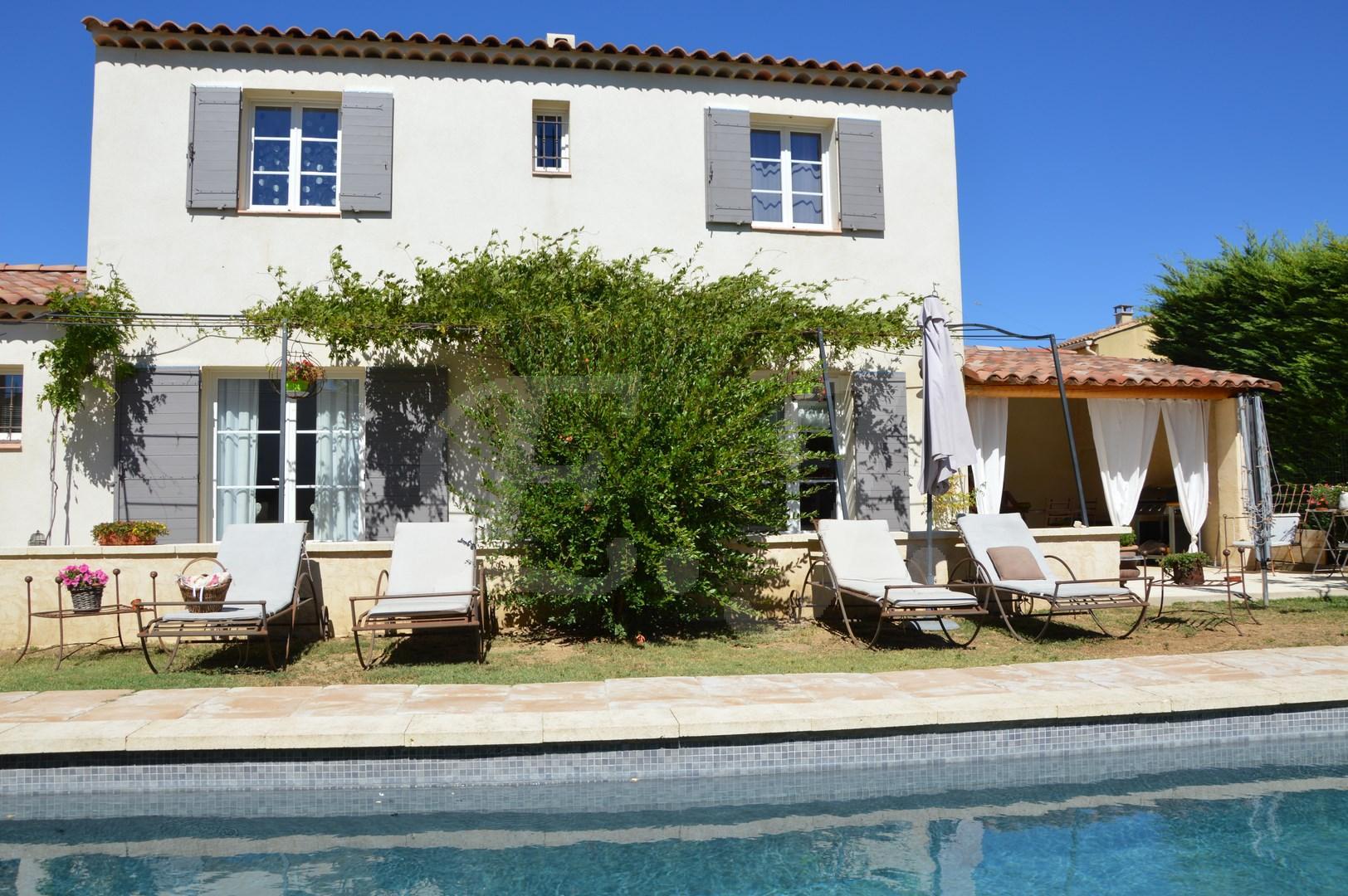Ventes villa t4 f4 maubec au calme vue luberon jardin avec for Vente tuyau piscine
