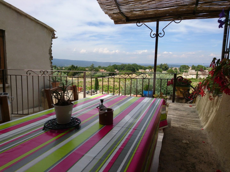 Vente maison Maubec avec vue, extérieur et garage