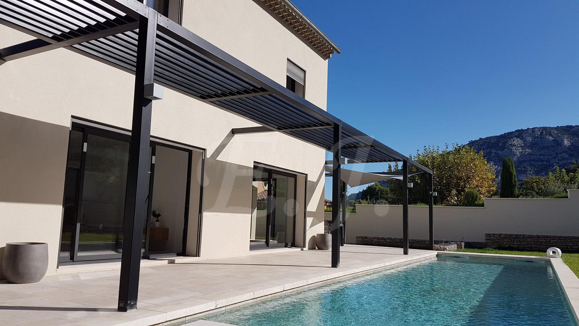 Maison  Taillades Contemporaine avec jardin et piscine