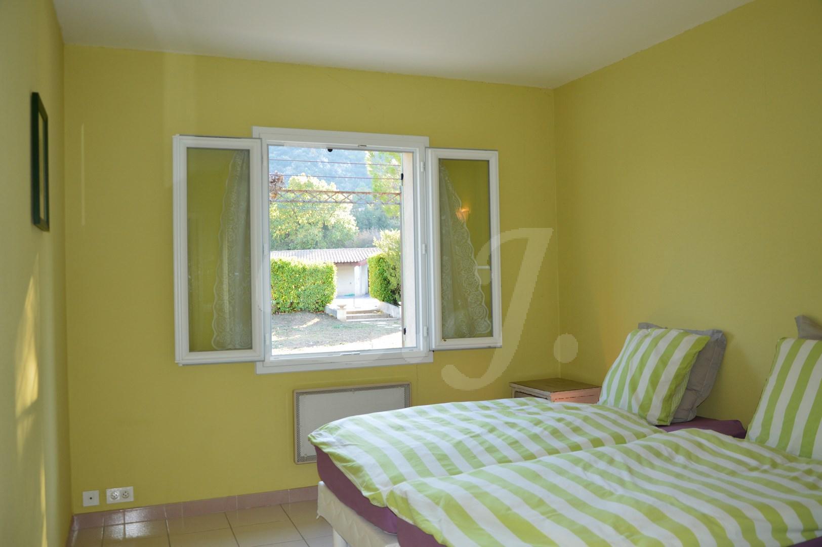 Vente Maison  Maubec avec 5 chambres grand jardin avec piscine et vue Luberon