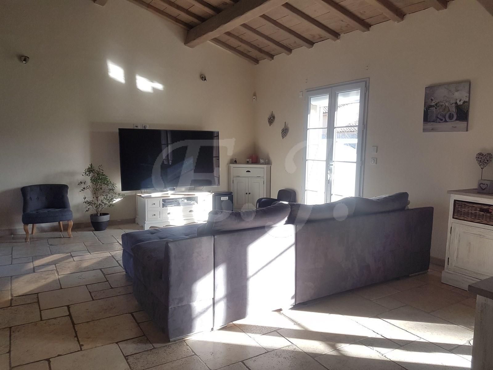 A vendre à Cabrières d'Avignon maison 4 chambres avec piscine et garage