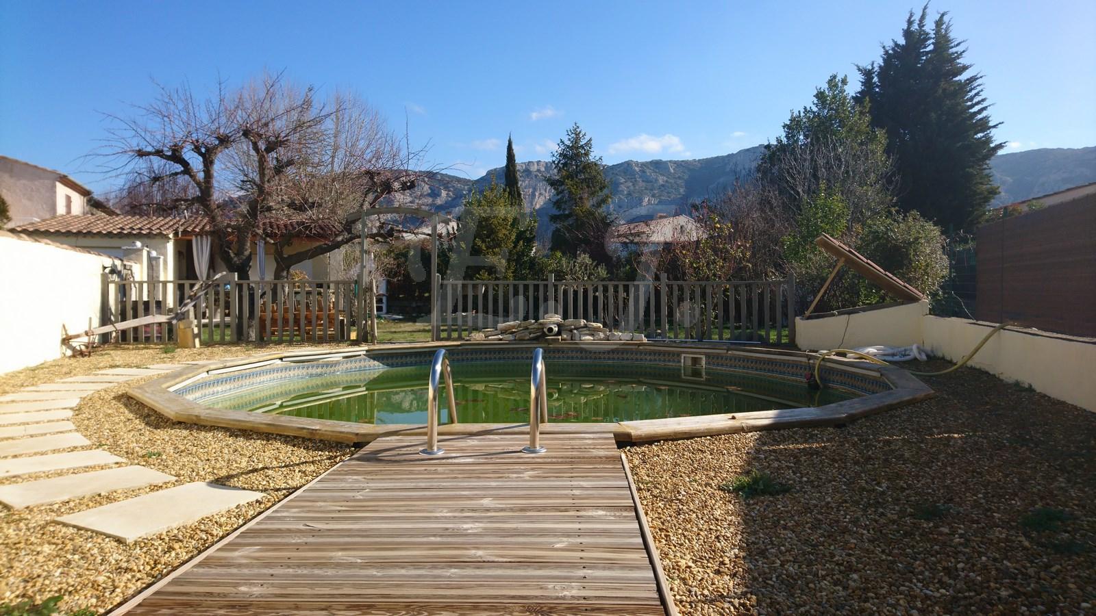 A vendre appartement avec jardin et pisicne
