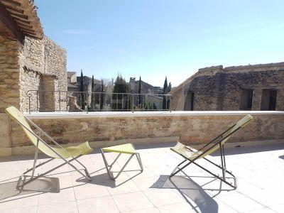 Maison de village Cabrières d'Avignon maison en pierre du 18ème siècle avec cour intérieure et maison d'hôte