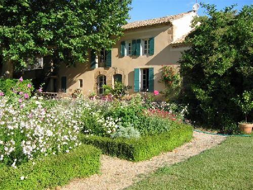 Belle bastide provencale r nover avec 4 chambres et for Mas provencal a renover