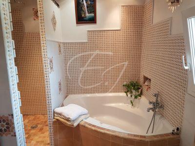 Mas provencal a vendre ROBION  campagne avec 4 chambres avec jardin et piscine