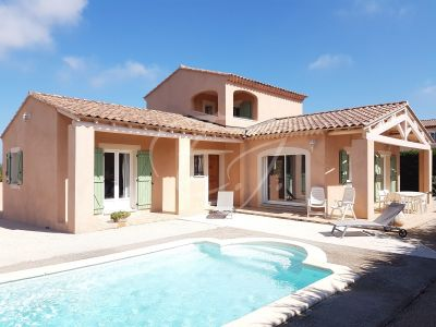 Maison moderne T5 Robion proche village avec piscine et garage