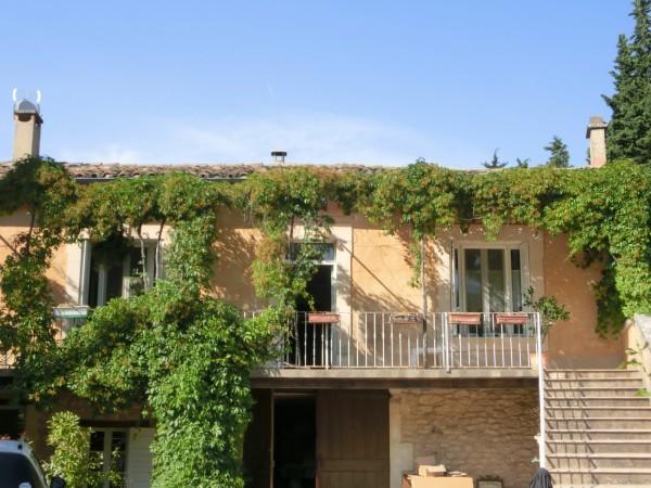 A proximité du village de Menerbes, appartement à louer
