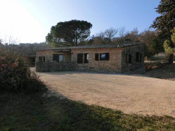 A Gordes, location de maison en pierre