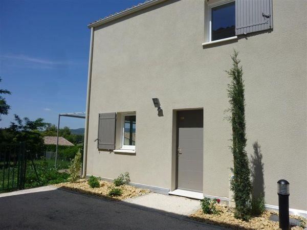 Maubec, maison de type T4 avec jardin et garage