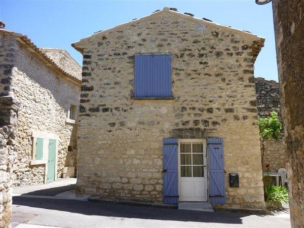 Maison atypique dans le village de Murs