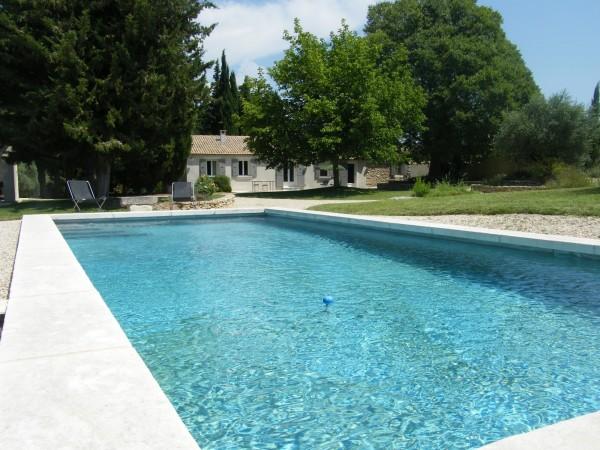 Mas provencal avec grand jardin et piscine r nover for Camping luberon avec piscine