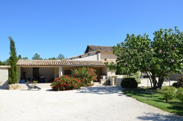 En campagne mas provençal a vendre avec 5 chambres