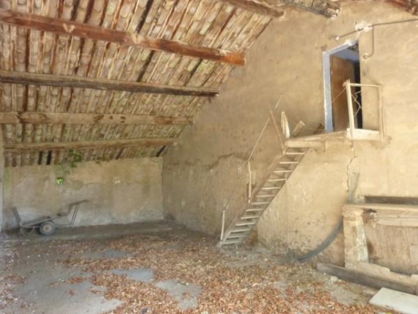 Vente Mas Provençal Cavaillon ancien relais de diligence a restaurer avec dépendances et grand terrain au pied du Luberon