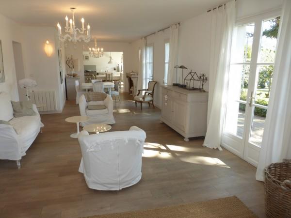 Bastide grande pièce à vivre Cheval Blanc
