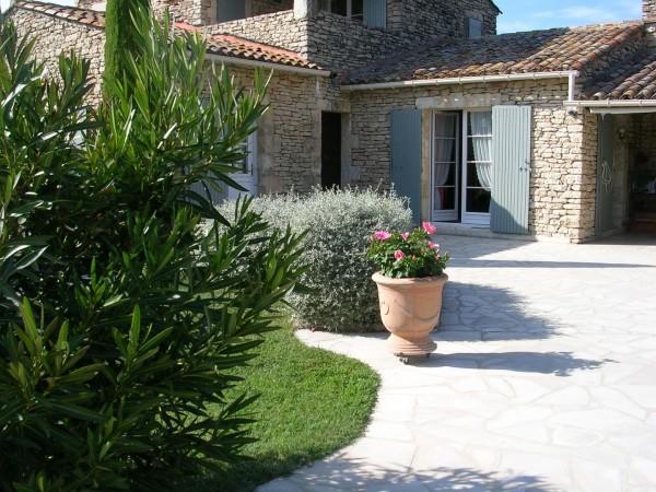 Vente Maison  GORDES En pierre jardin avec pisicne