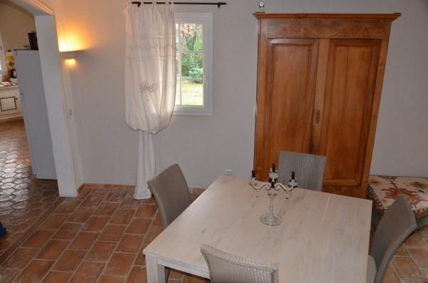 Villa T6/7 Cabrières d'Avignon de construction traditionnelle, dans un environnement calme