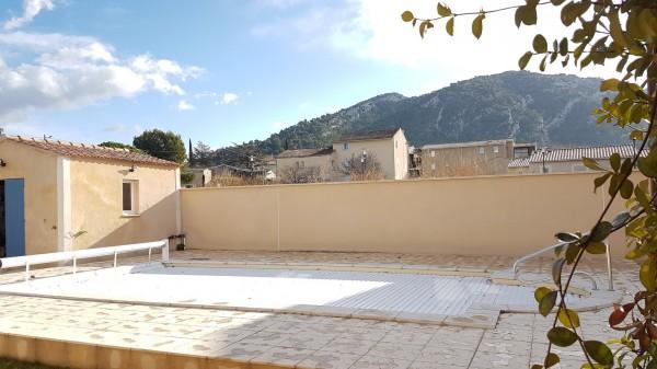 Maison  Robion 5 pièces avec jardin garage et piscine proche village et commerces