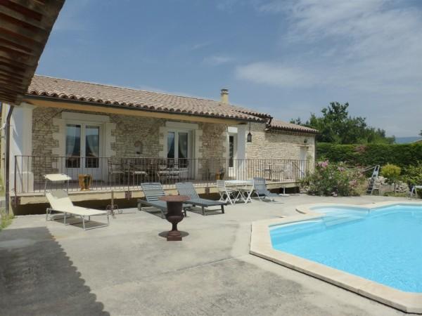 Agence immobilière pour Maison de 100m2 à vendre près de Gordes avec Piscine