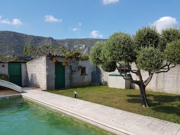 Recherche à la vente maison 100m2 proche Gordes avec jardin
