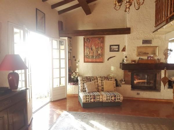 A vendre Cheval-Blanc maison 4 chambres et piscine