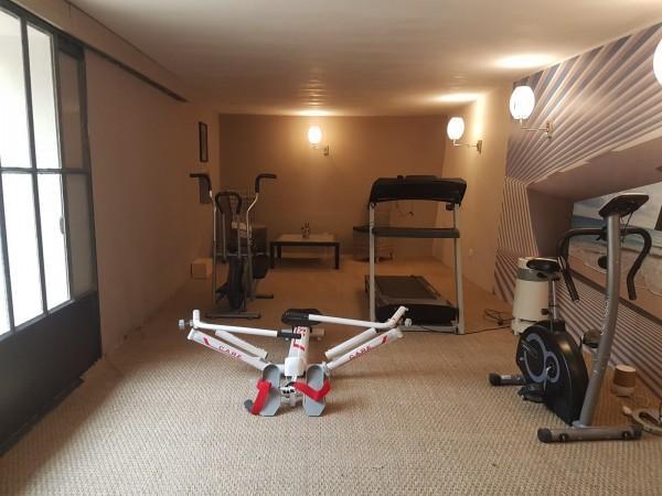 A vendre à Robion maison de village avec appartement indépendant garage et terrasse