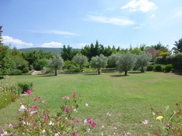 Vente Maison  Lacoste 5 chambres sur un jardin paysager et piscine face Luberon