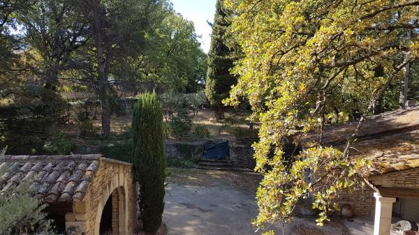 Bastide T5 Robion en campagne , belle maison en pierre avec 4 chambres , une dépendance et un garage , sur 2000 m² de terrain clos