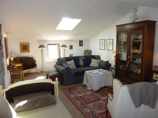 ventes maison de village sur 3 niveaux cabri res d 39 avignon avec cour int rieure maison et. Black Bedroom Furniture Sets. Home Design Ideas