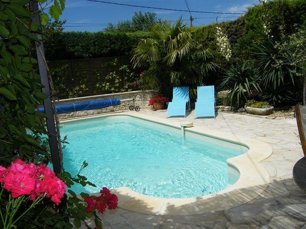 ventes a robion beau mas proven al de hameau en tr s bon tat avec jardin paysager et piscine. Black Bedroom Furniture Sets. Home Design Ideas